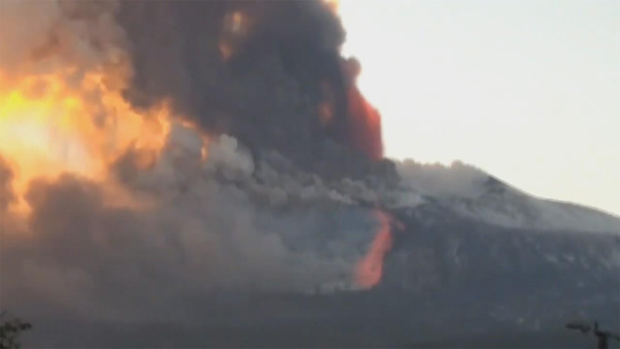 İtalya'da Etna Yanardağ'ında şiddetli patlama