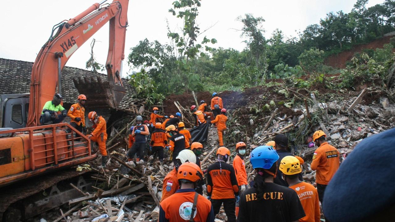 Endonezya'daki heyelanda ölü sayısı 18'e yükseldi
