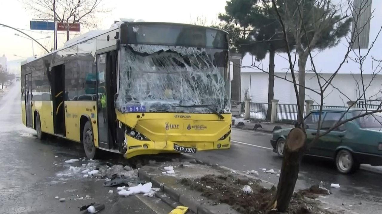 İETT otobüsüyle minibüs çarpıştı!