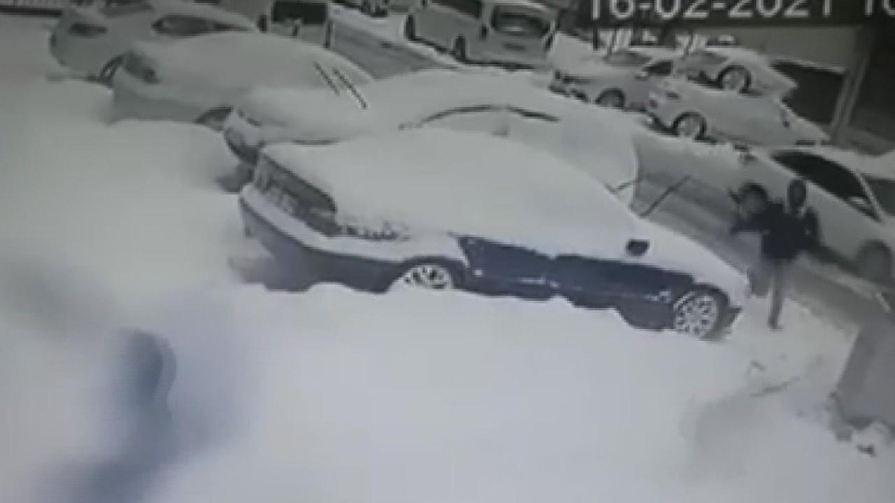 Ataşehir'de pitbull saldırısı kamerada