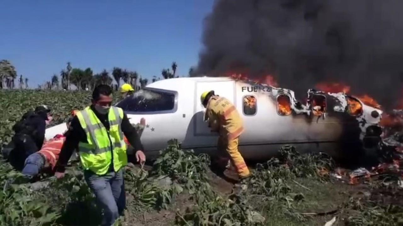 Meksika'da askeri uçak düştü: 6 ölü