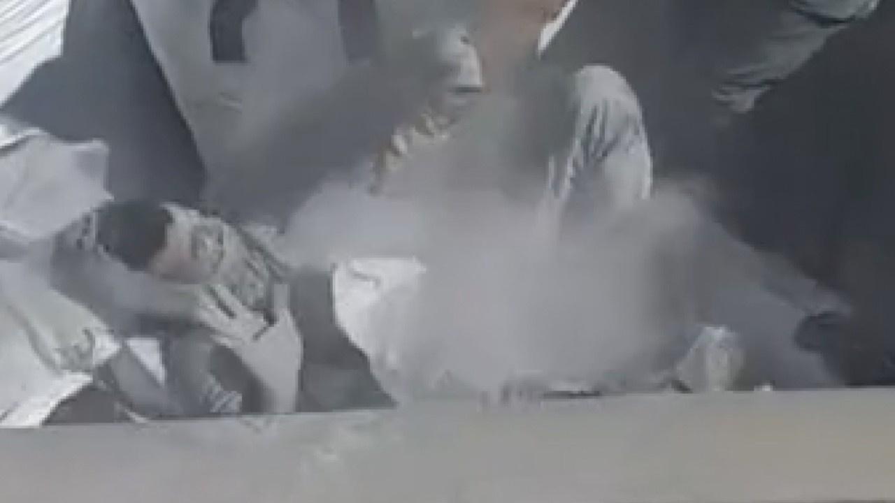 Uçucu kül çuvalının içinden mülteci çıktı