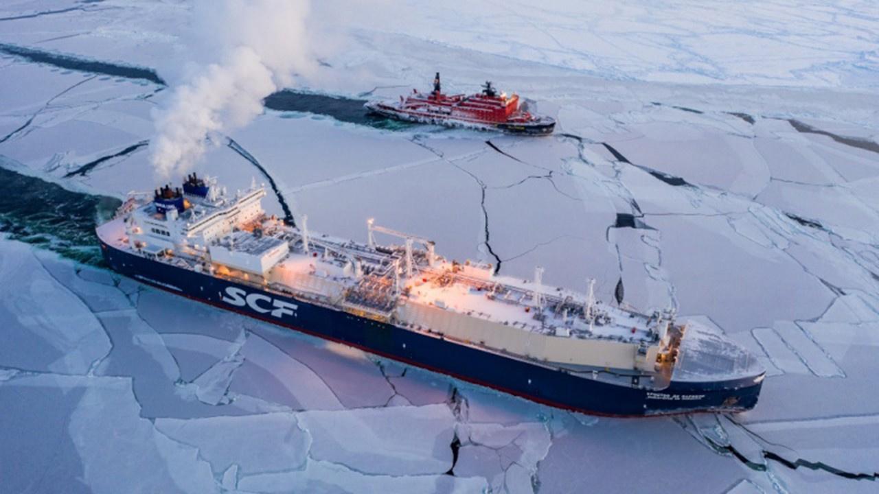 Tarihte bir ilk.. Kış ayında buz denizini geçtiler