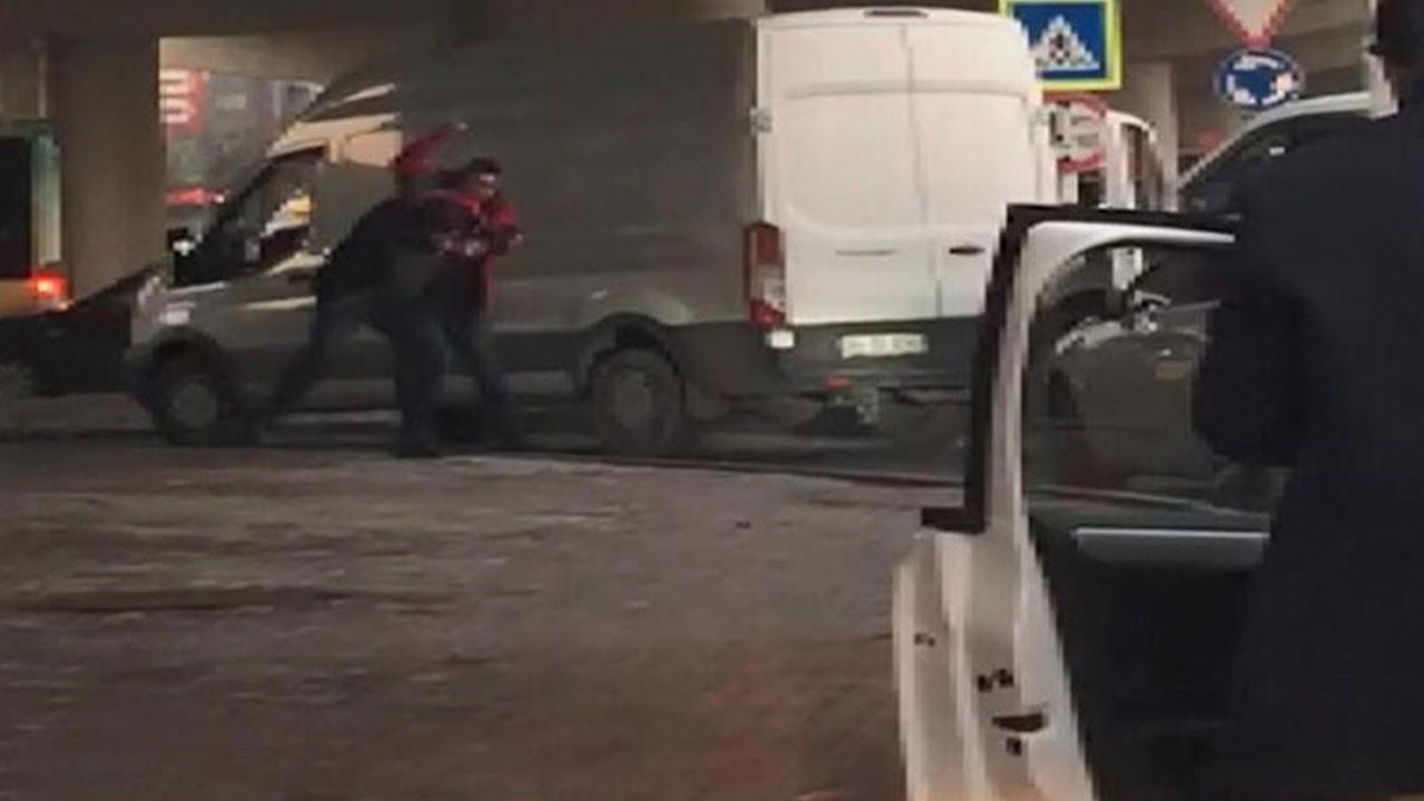 İstanbul'da şok eden an! Önce çarptı sonra dövdü