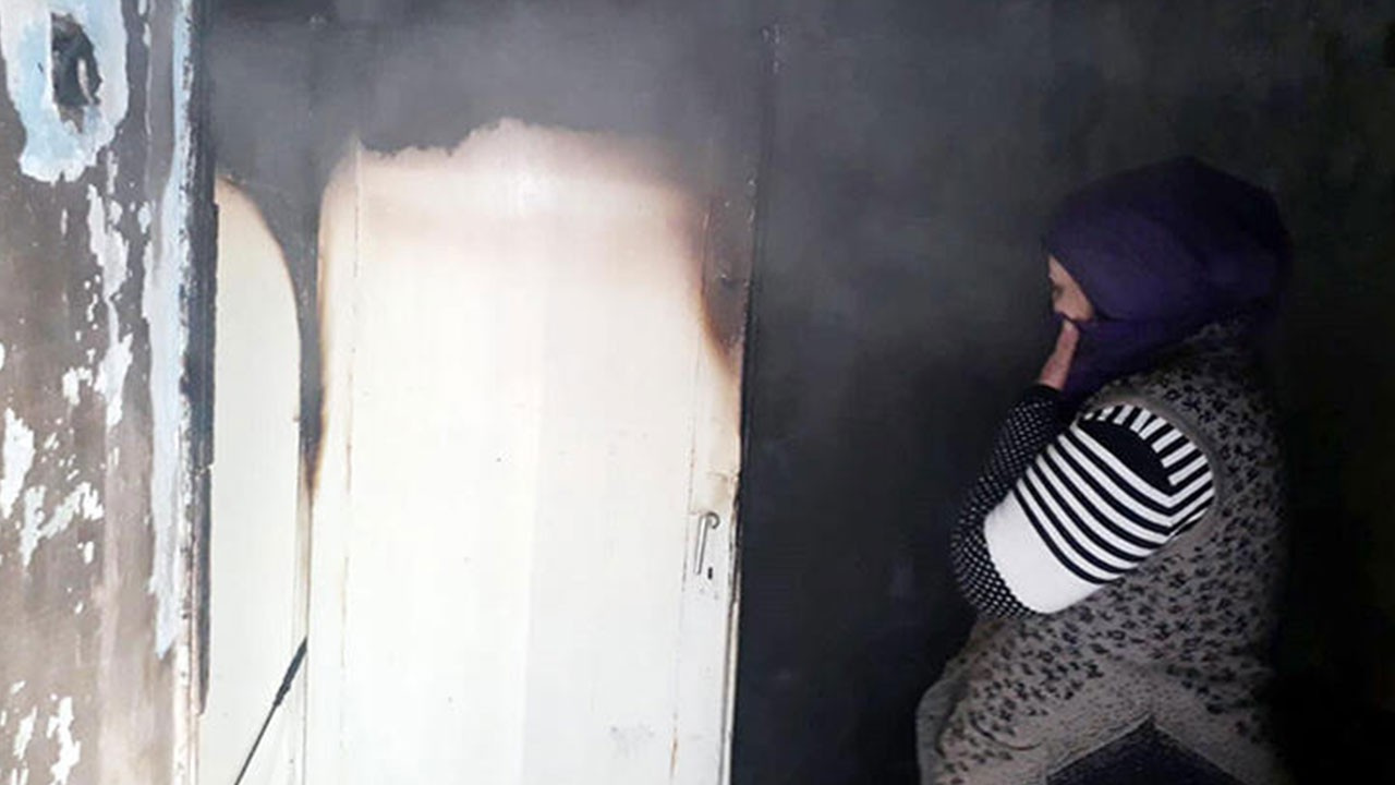 Yangını görünce kapıyı kırıp, komşusunu kurtardı!
