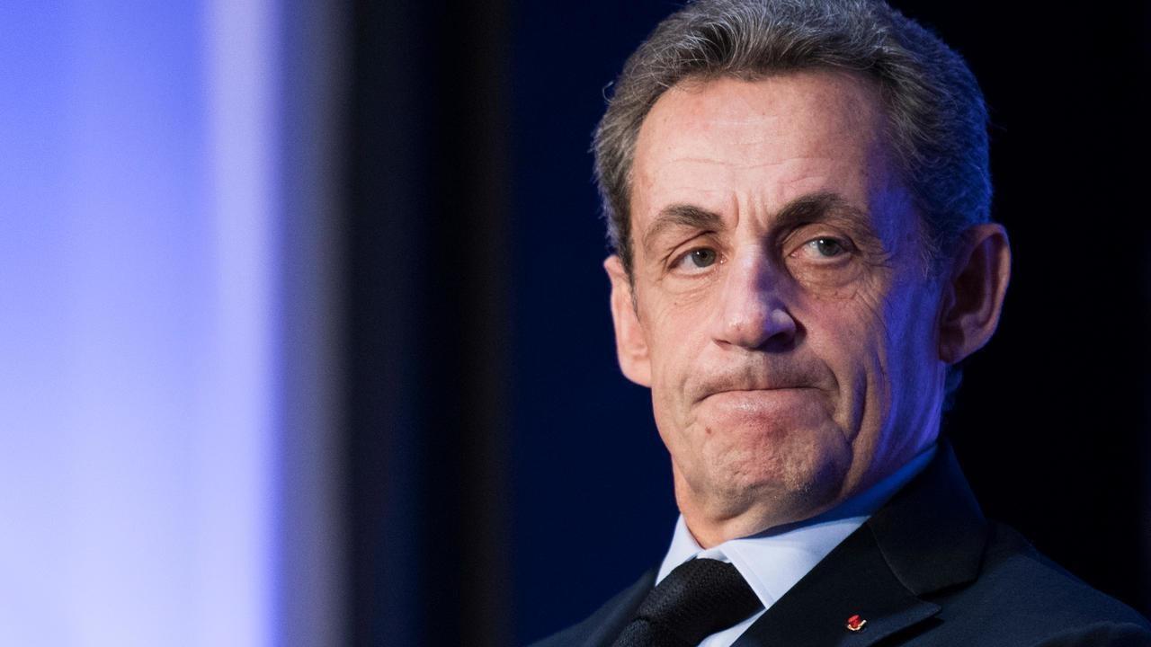 Sarkozy'e yolsuzluk yapmaktan 1 yıl hapis