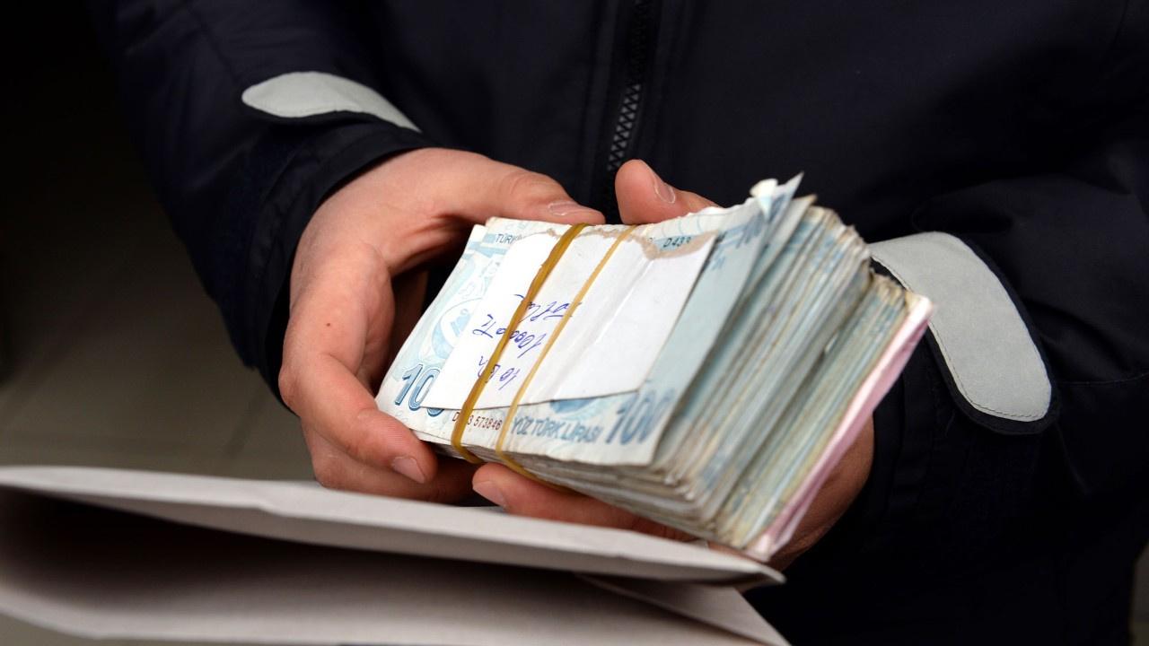 Yolda 20 bin lira buldu, polise verdi