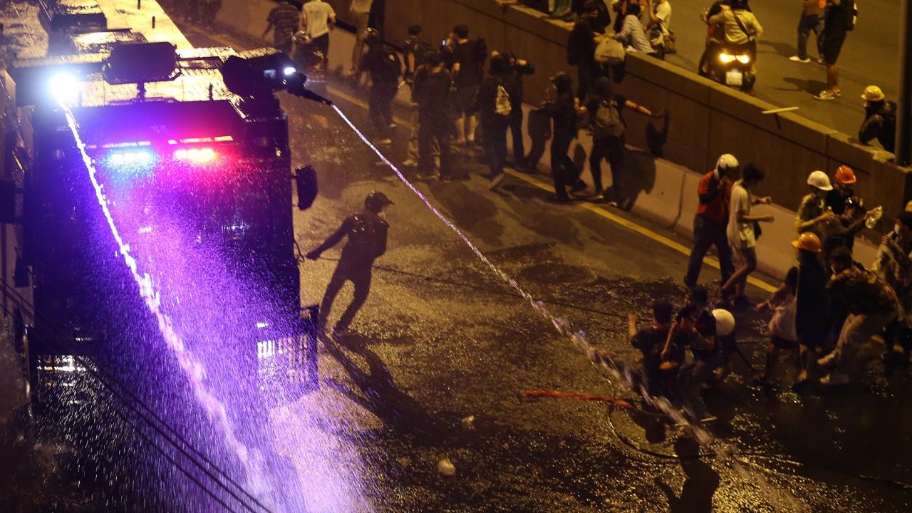 Gösterilerde 33 kişi yaralandı, 1 polis öldü