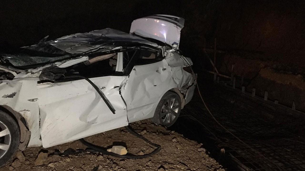 Otomobil fabrikanın inşaatına uçtu: 2 ölü