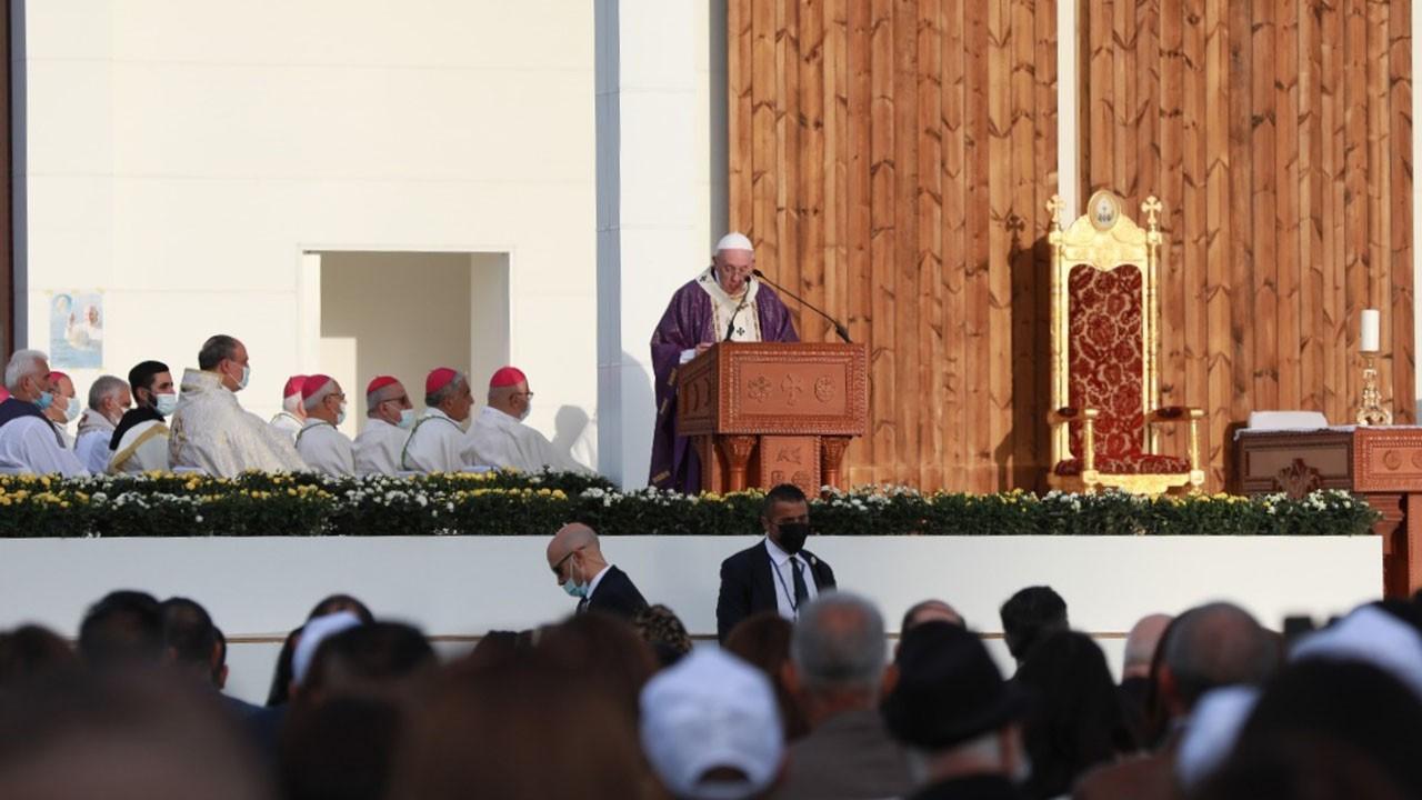 Papa'dan Erbil'de 10 bin kişilik ayin