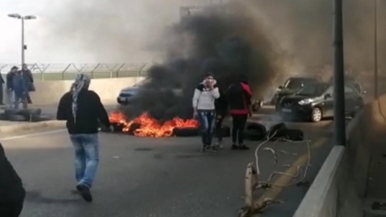Ekonomik kriz protestocuları yine sokaklara döktü