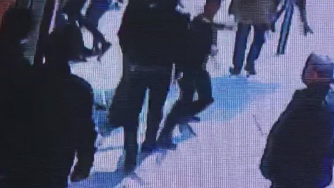 Mağaza görevlisini bıçakladılar!