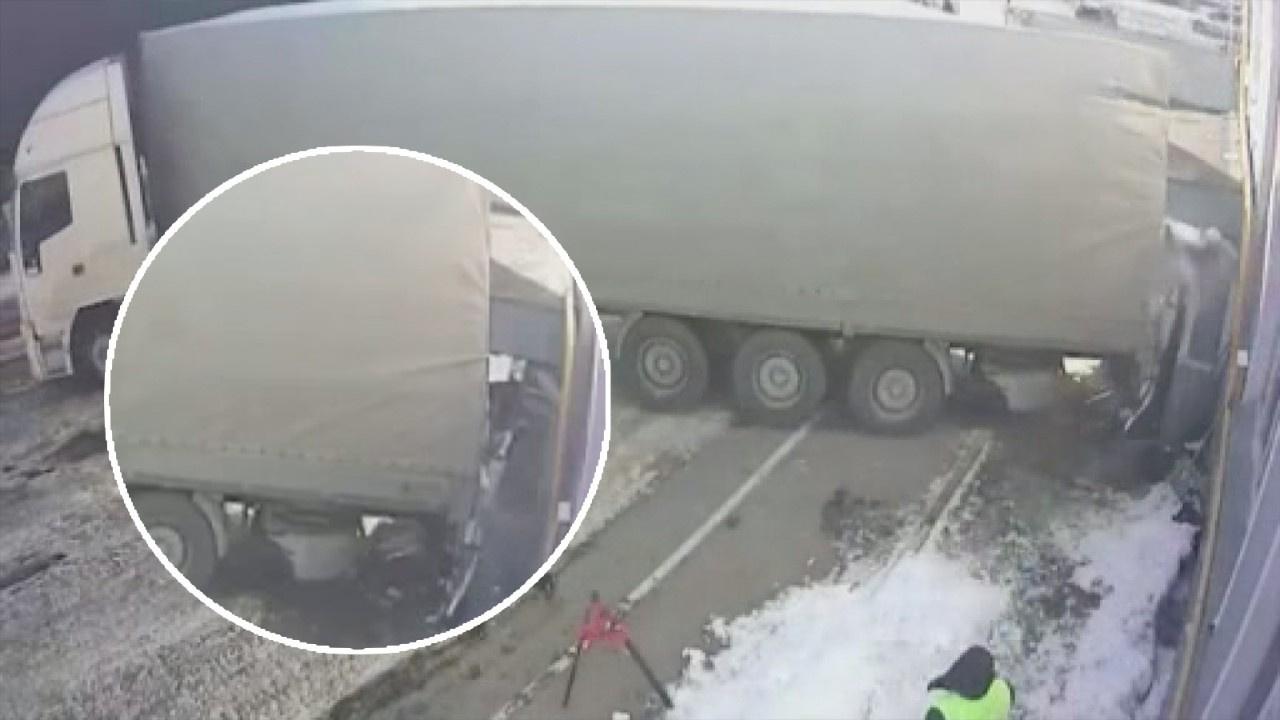 Rusya'da freni boşalan tır bekçi kulübesine daldı