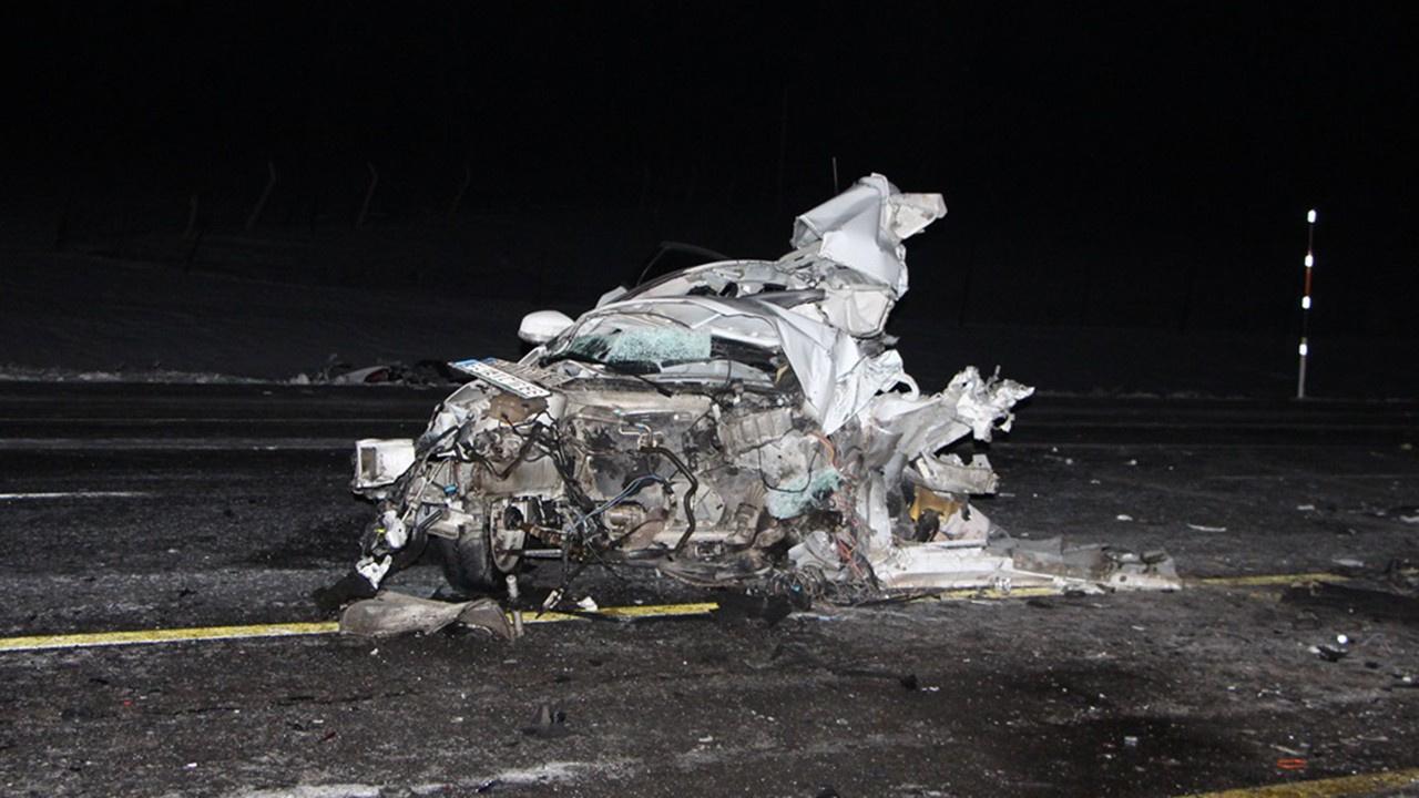 Korkunç kaza: Otobüs ve otomobil çarpıştı
