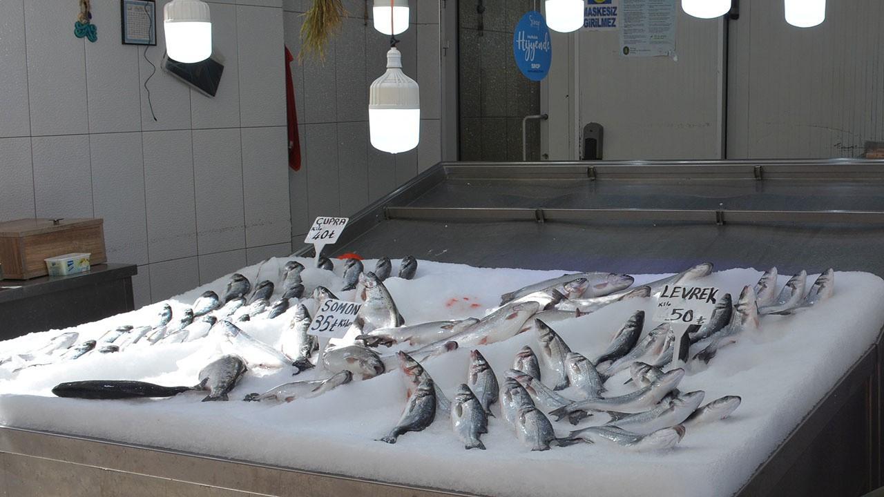Tezgahlar havuz balıklarına kaldı