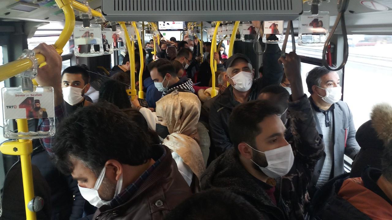 Metrobüslerde korkutan yoğunluk