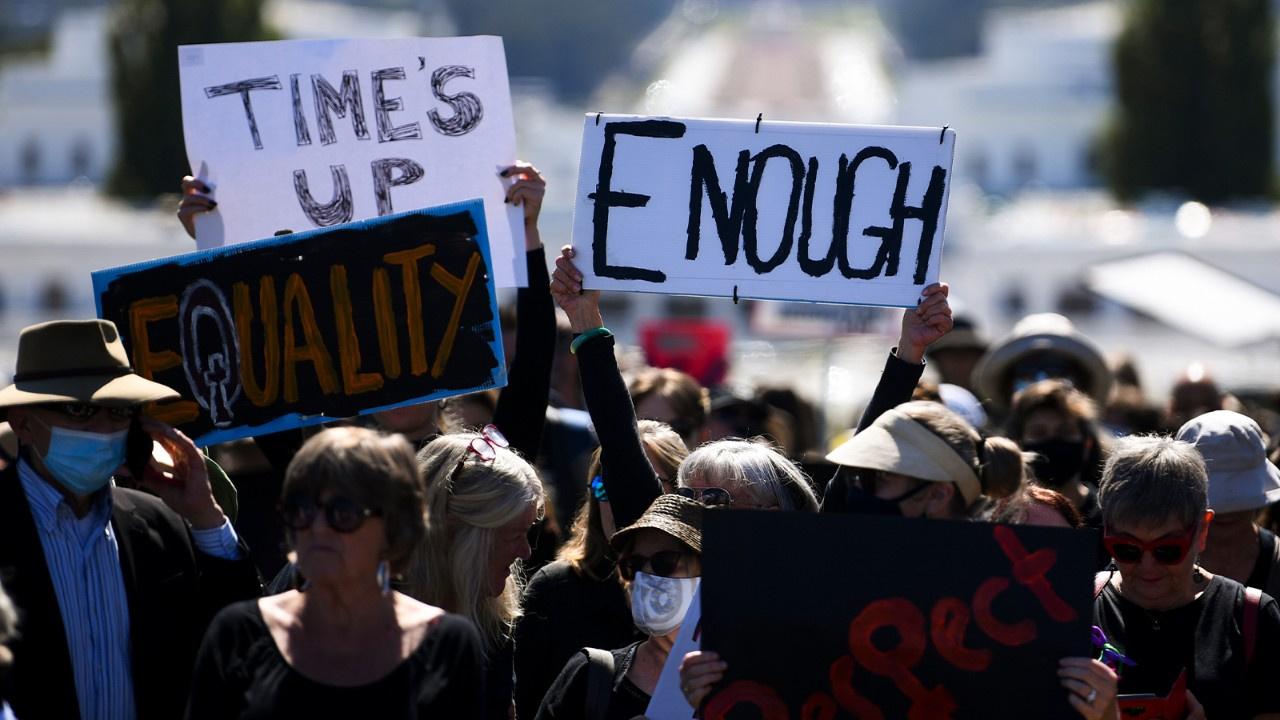 Kadına şiddet ve cinsel istismarı protesto