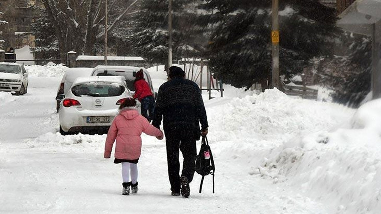 Kars'ta eğitime kar engeli
