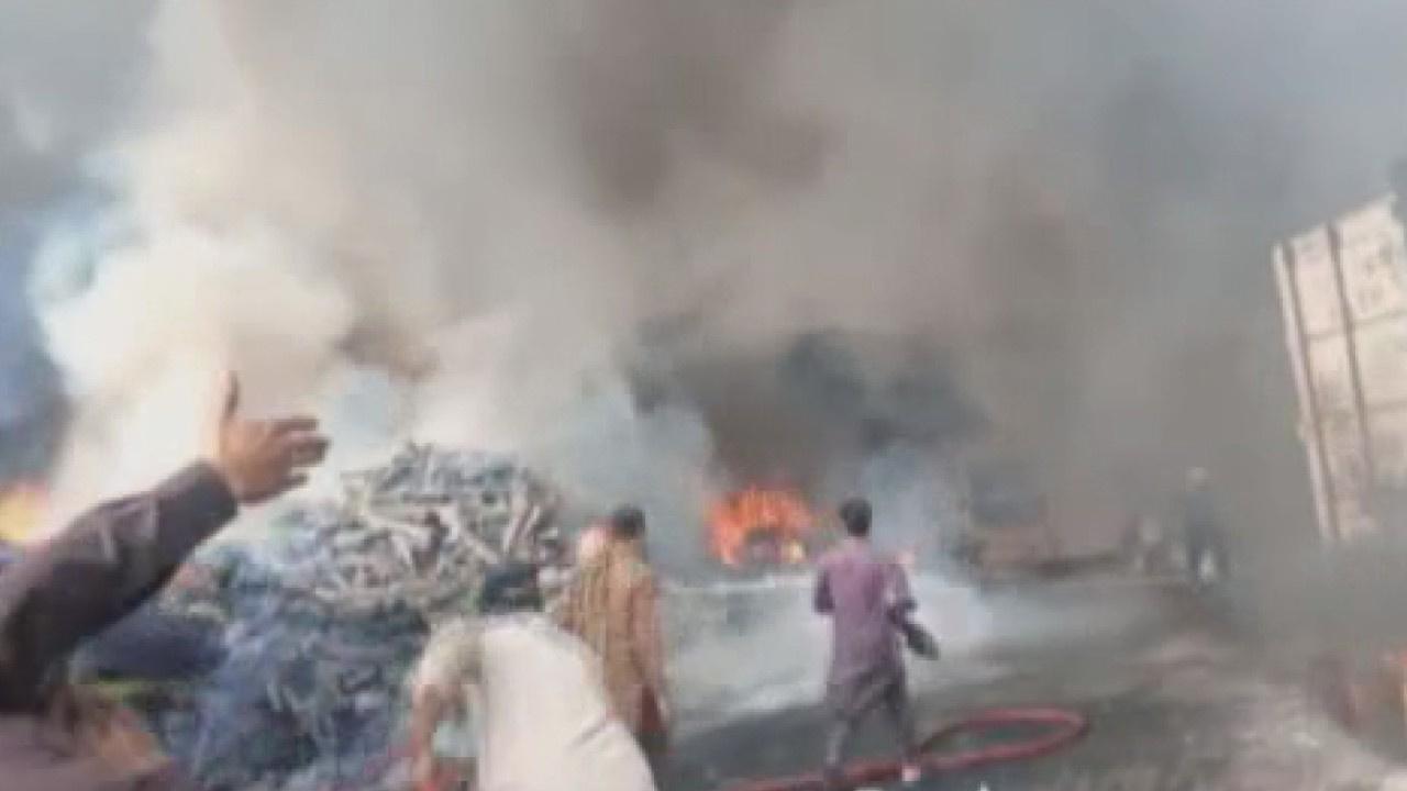 Pakistan'da fabrikada yangın: 3 yaralı