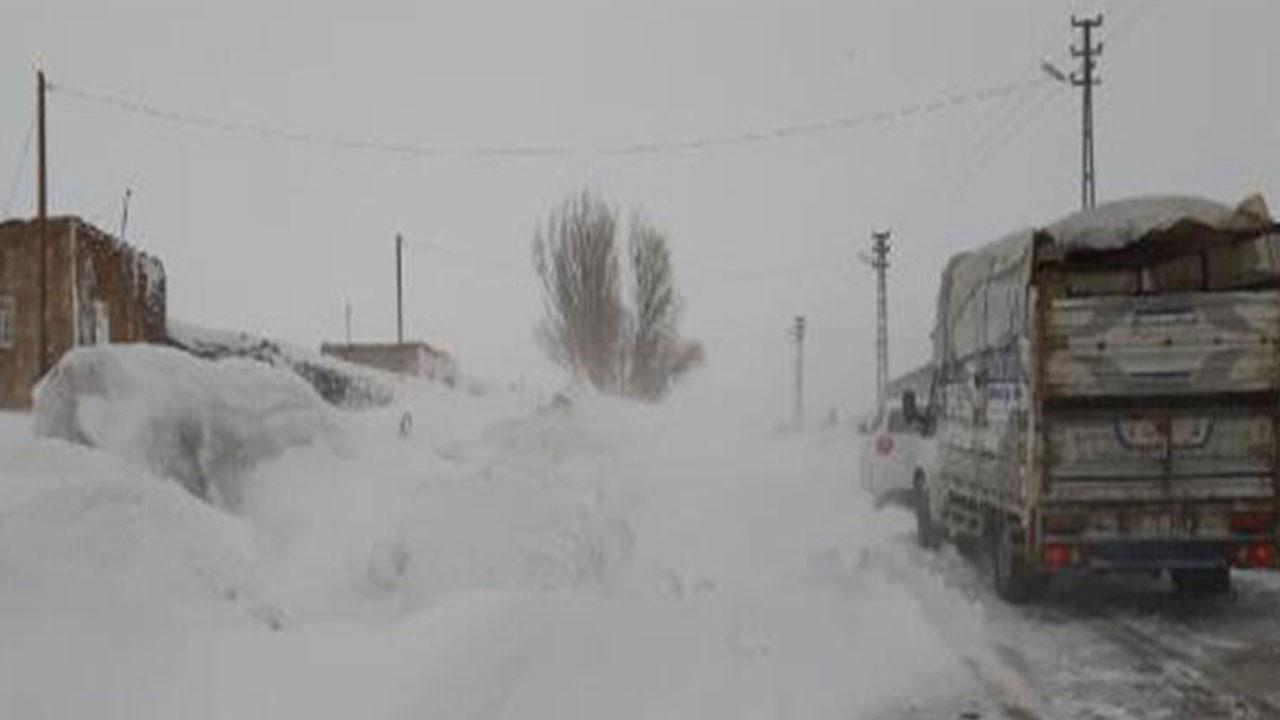 Ağrı- Kars yolunda ulaşıma 'fırtına' engeli