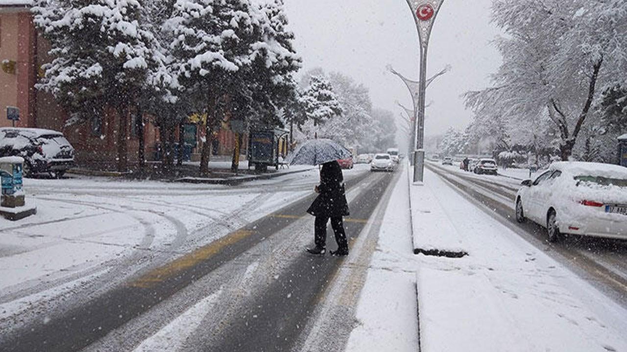 O ilimizde 239 köy yolu kardan kapandı