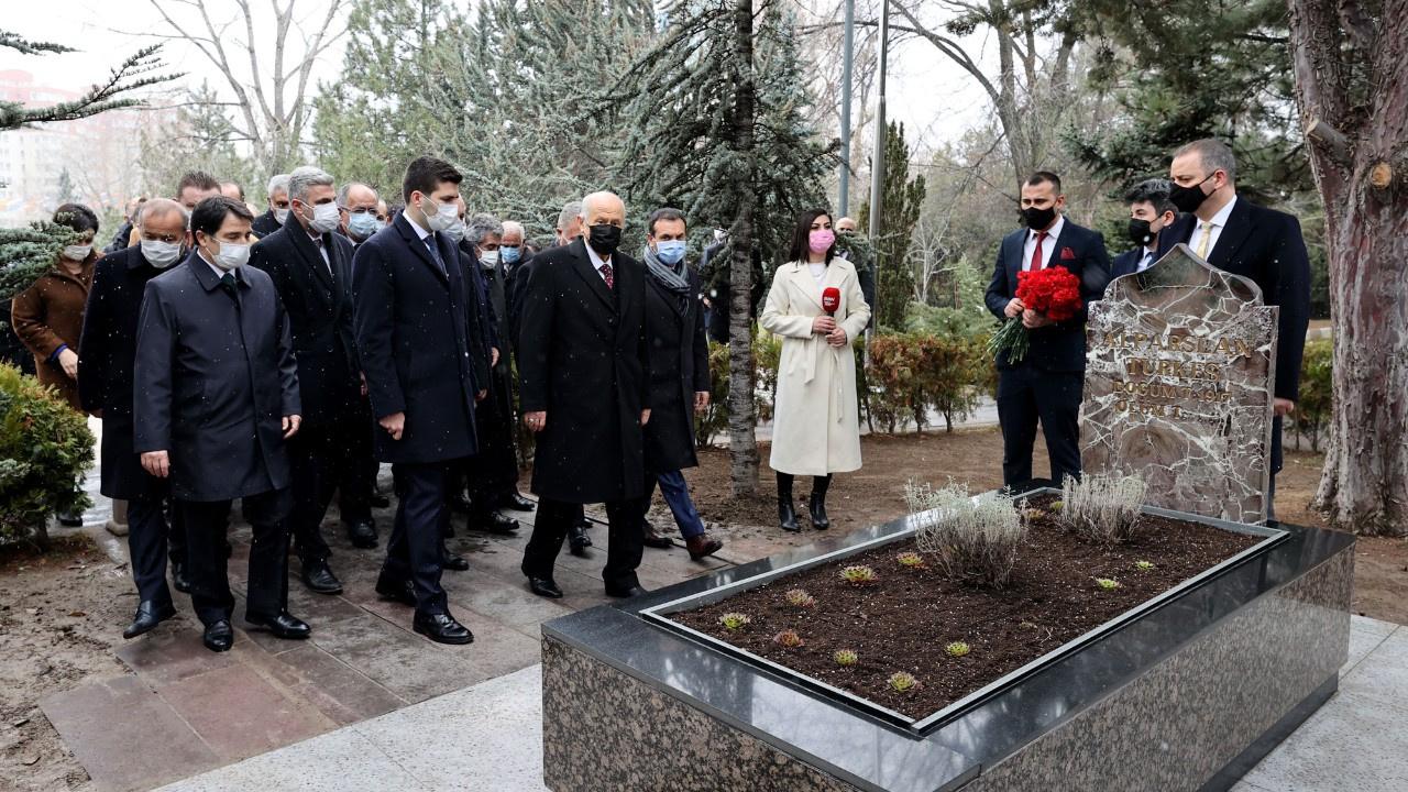 Bahçeli ve partililerden Türkeş ziyareti