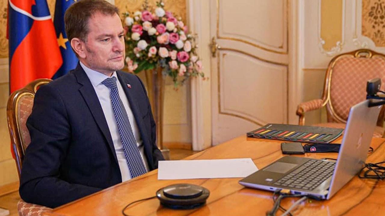 Rus aşısı Başbakan'a istifa getirdi