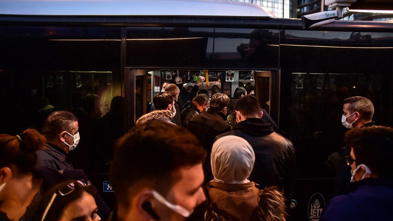 İstanbul'da toplu taşımada pes dedirten yoğunluk