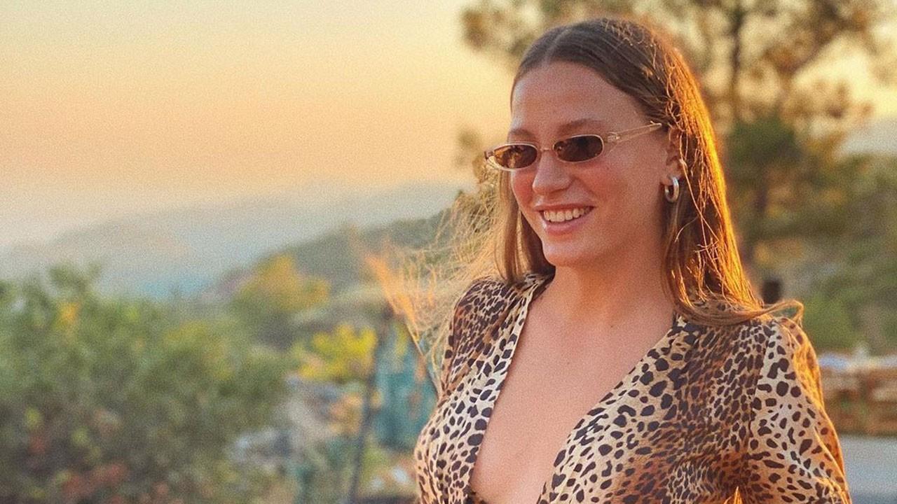 Serenay Sarıkaya leopar bikinisiyle şov yaptı!