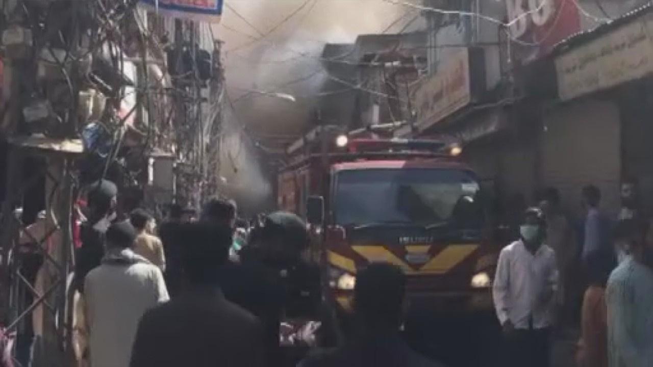 Pakistan'da pazar yerinde yangın