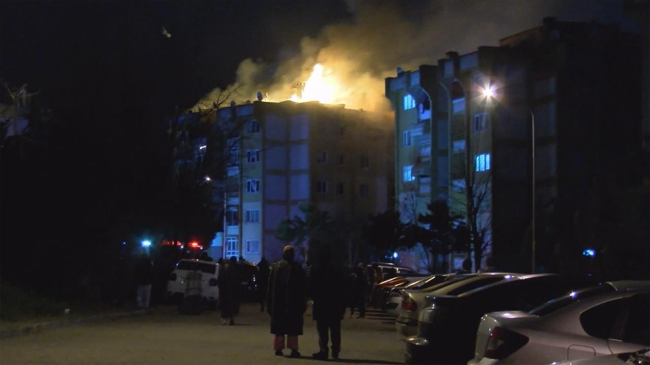 Ailesiyle tartışıp yaşadıkları evi yaktı