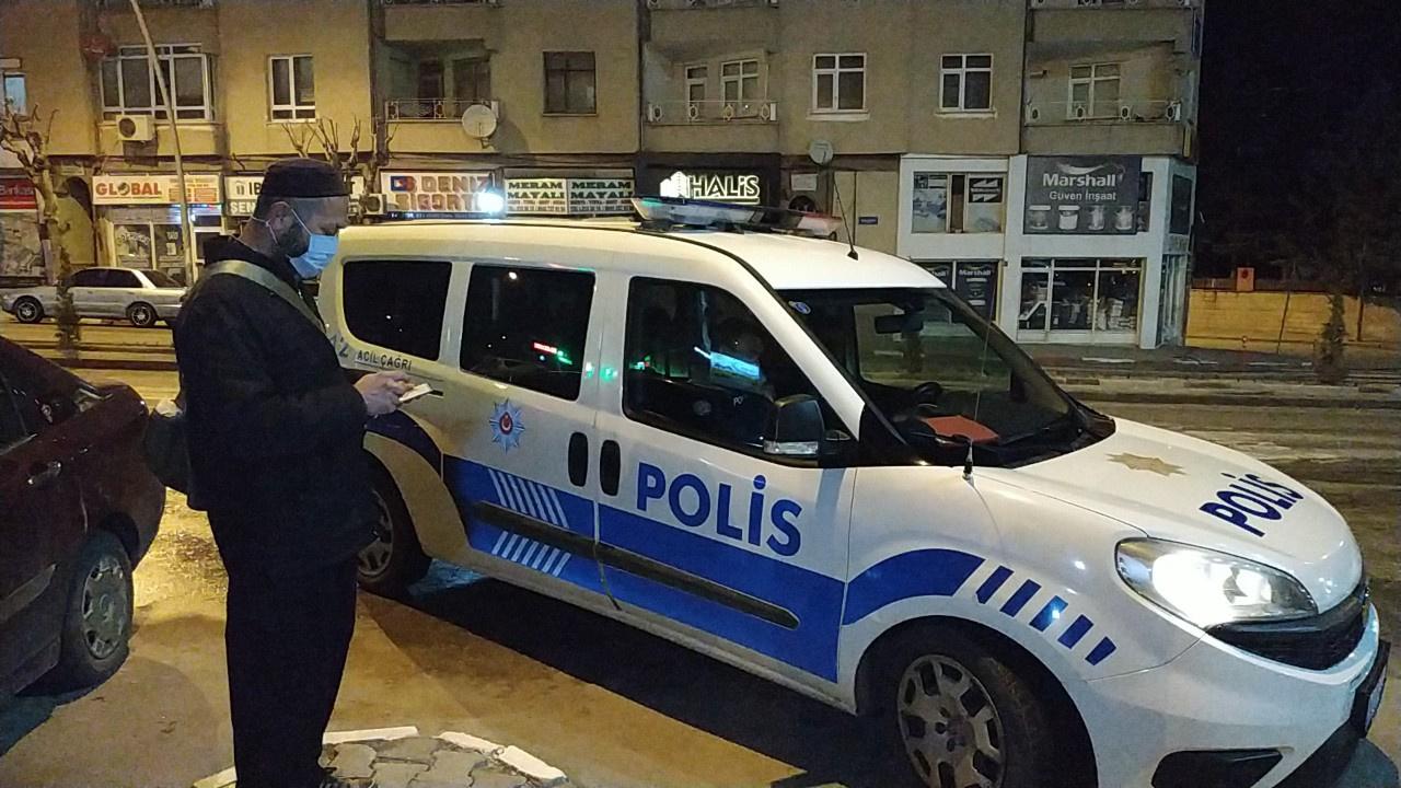 Namazdan sonra camide mahsur kaldı, polis kurtardı