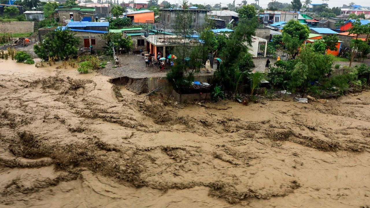 Endonezya'da sel felaketinin bilançosu büyüyor