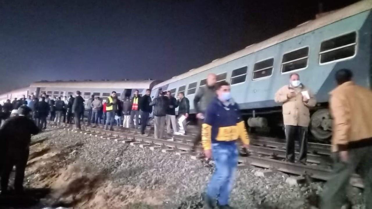 Mısır'da yolcu treni raydan çıktı: 15 yaralı