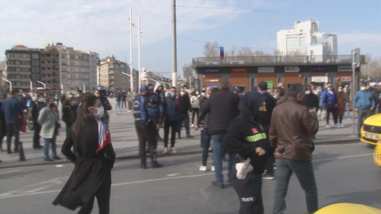 Taksim'de gerginlik; 1 seyyar satıcı yaralandı