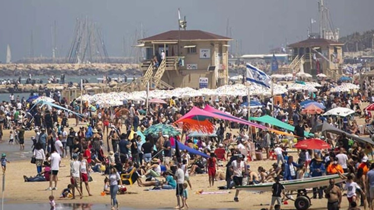 İsrail'de halk plajlara akın etti
