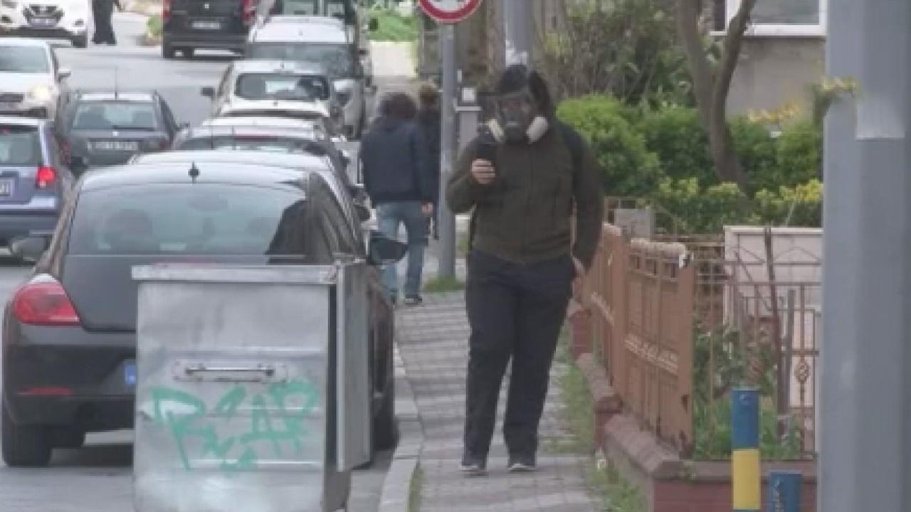 Vaka sayısı artınca dışarı gaz maskesiyle çıktı!