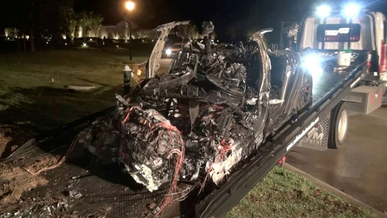 Sürücüsüz Tesla kaza yapıp yandı: 2 kişi ölü
