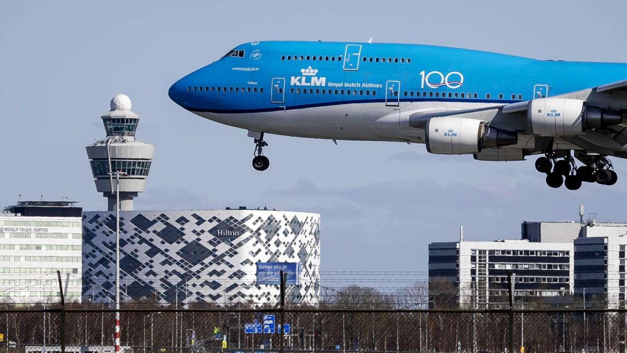 Hollanda uçağının iniş takımında ceset bulundu