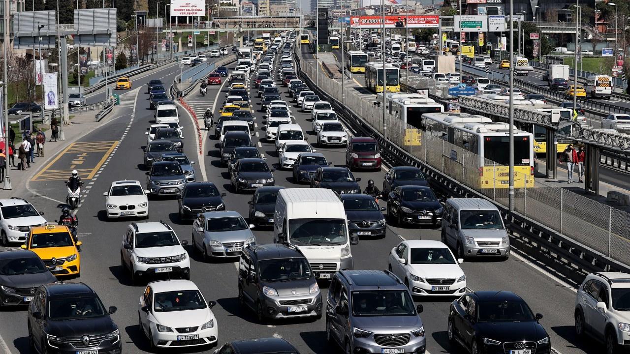 82 saatlik kısıtlama öncesi İstanbul trafiği kilit
