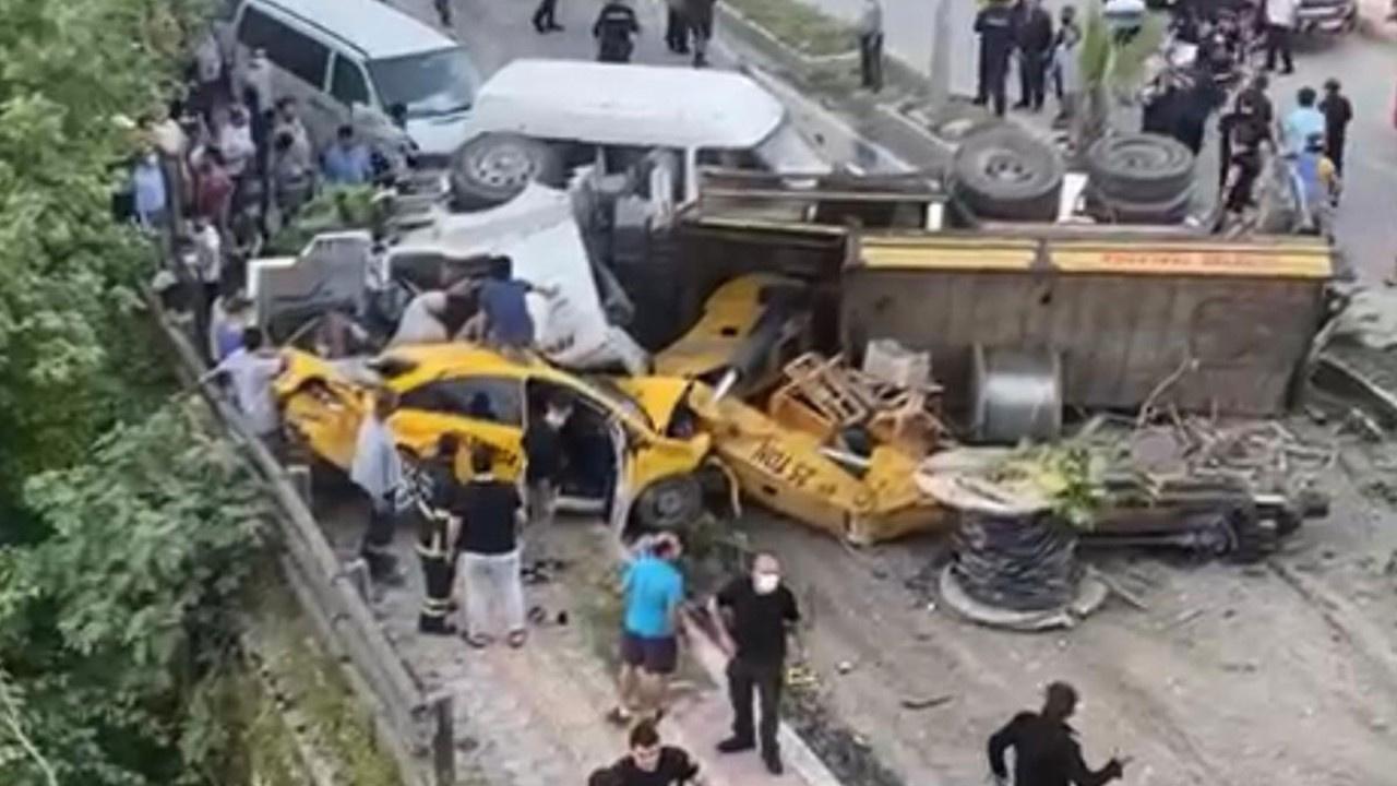 Freni boşalan vinç 11 aracı ezdi:  4 ölü, 4 yaralı