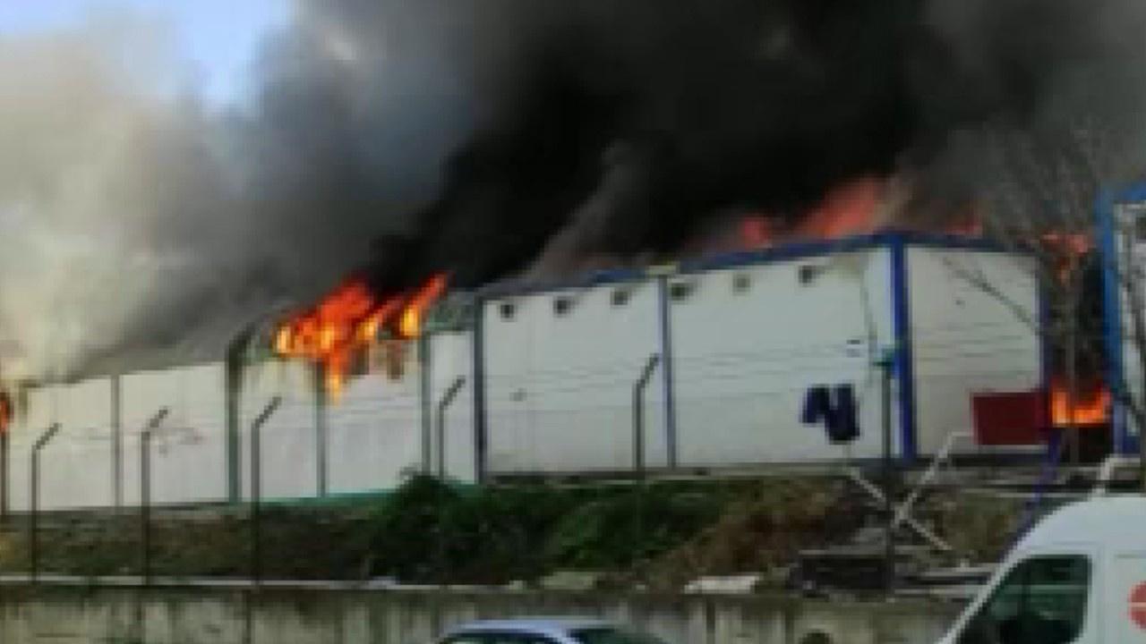 İnşaat işçilerin kaldığı konteynerlerde yangın