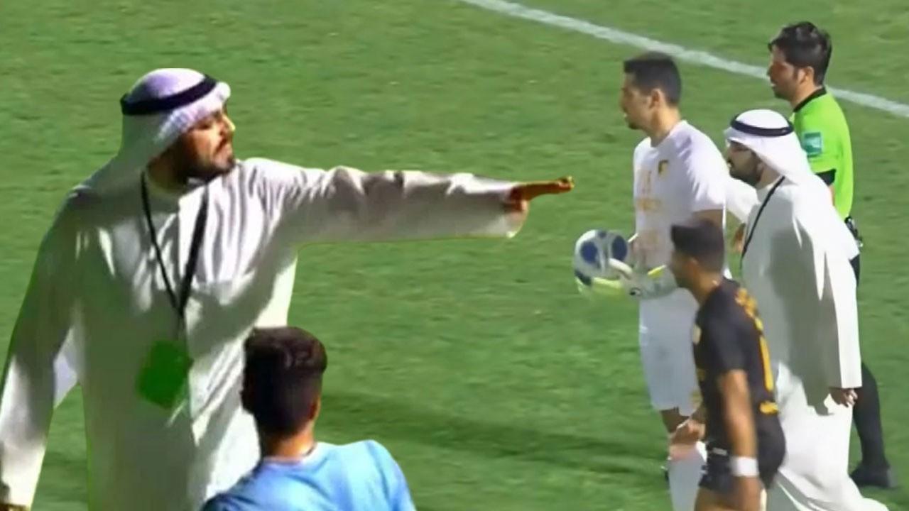 Kulüp başkanı sahayı basıp penaltıyı iptal ettirdi