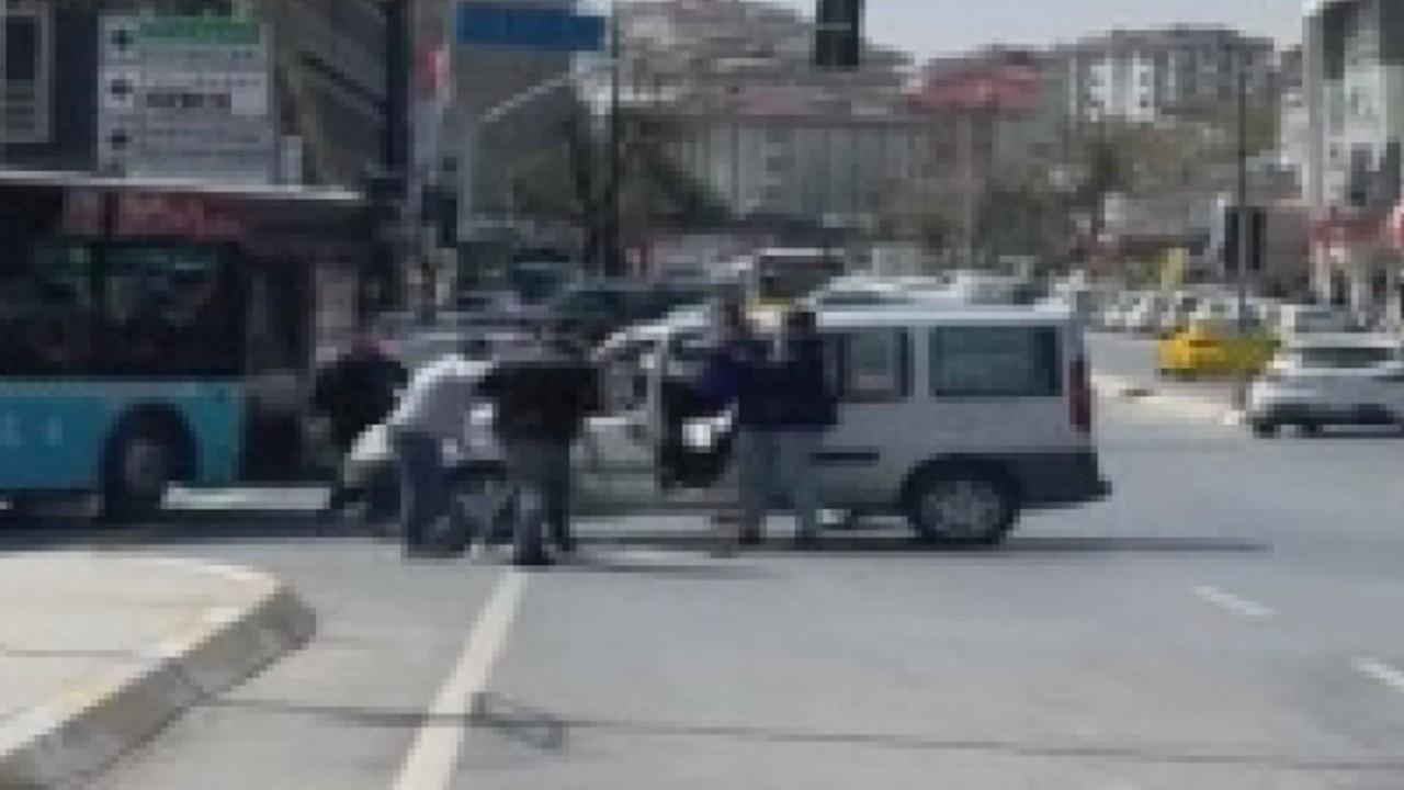 Çekmeköy'de trafik yol verme kavgası