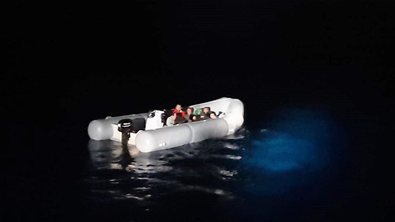 Dalaman açıklarında 11 göçmen ölümden döndü