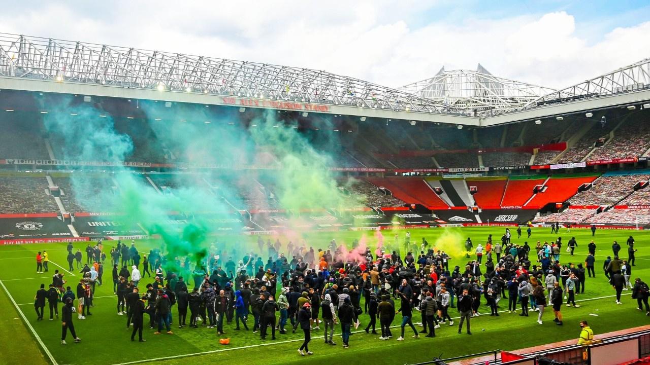 Premier Lig'de şok... Manchester taraftarları..