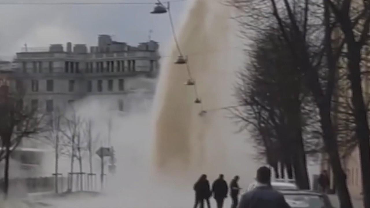 Rusya'da sıcak su borusu patladı
