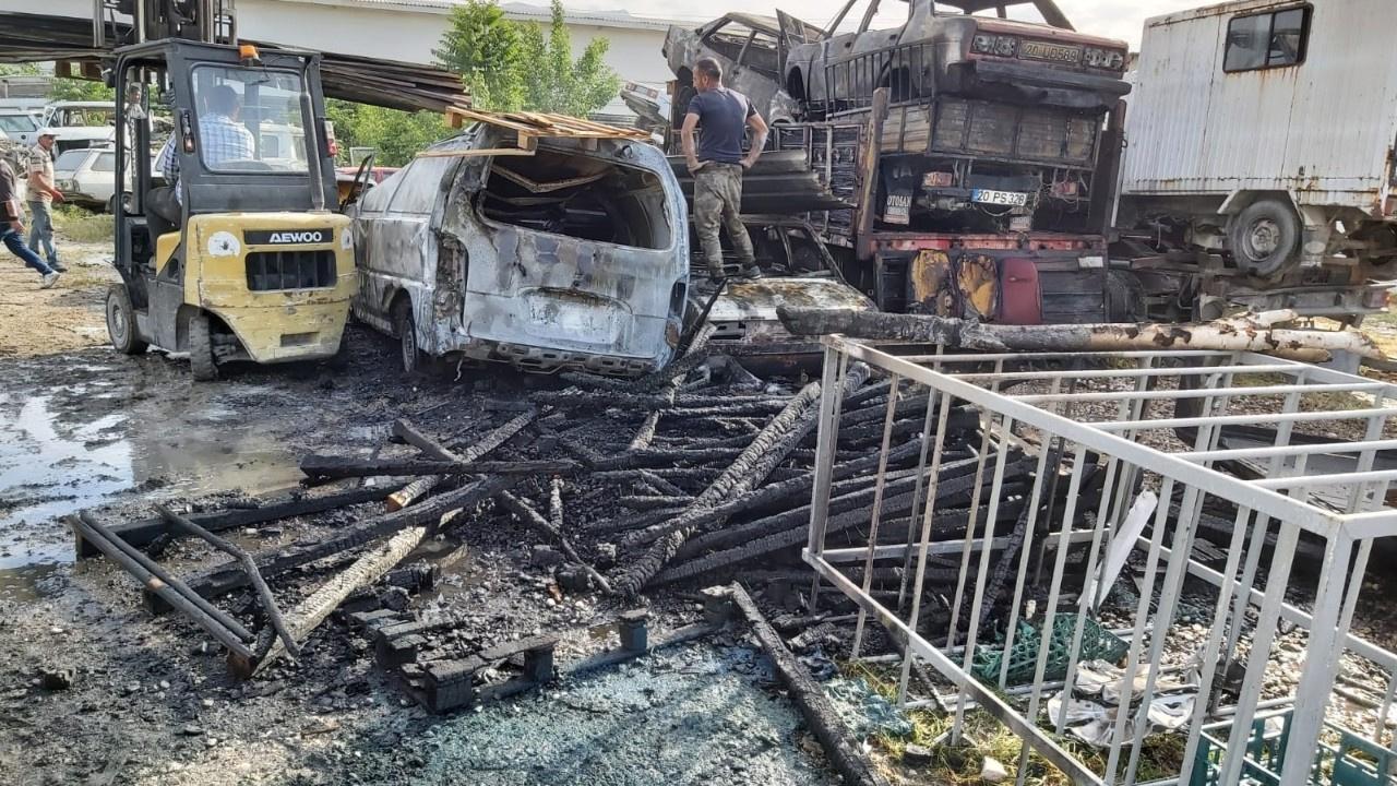 Yediemin otoparkında yangın: 9 araç kül oldu