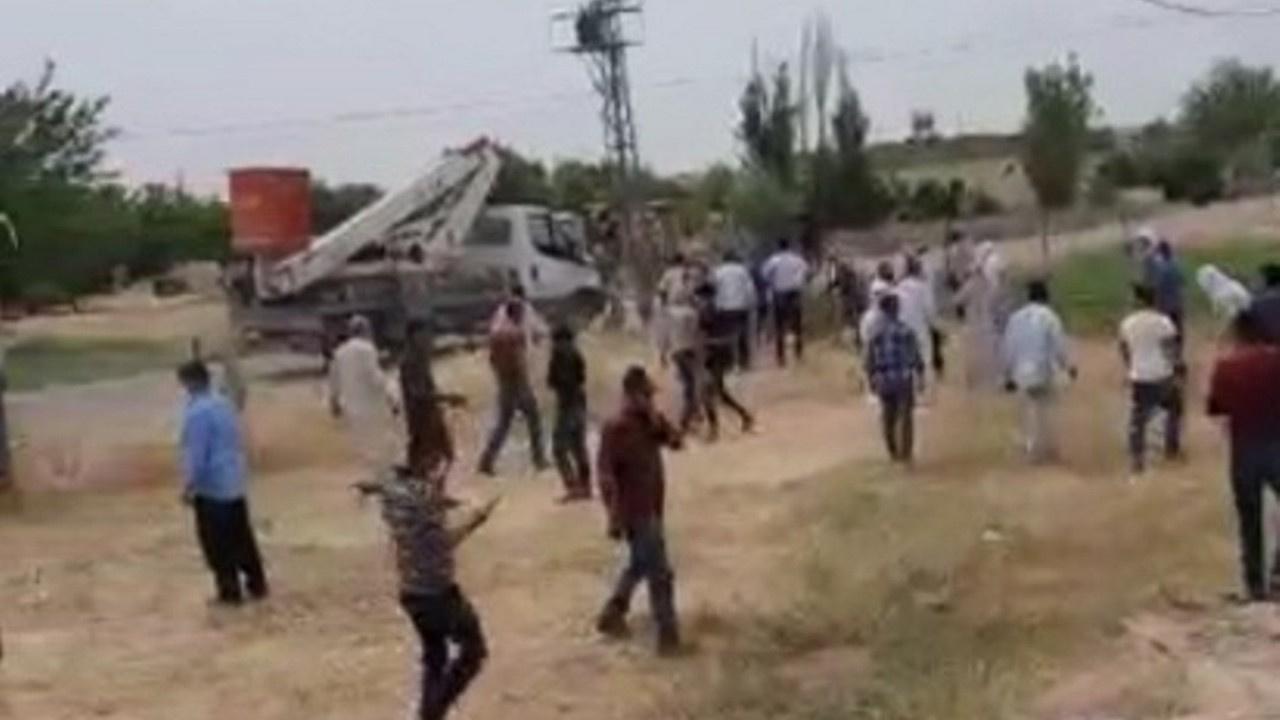 Elektriği kesen ekiplerle köylüler çatıştı