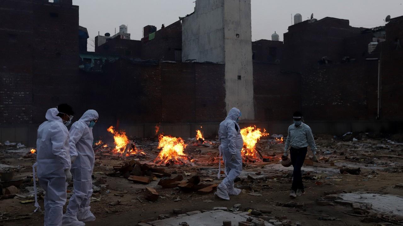 Hindistan'da korona felaketi: 24 saatte 4092 ölüm